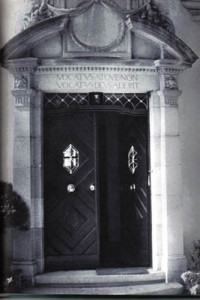 vocatus_door